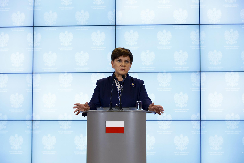 Thủ tướng Ba Lan Beata Szydlo phát biểu trong buổi họp báo, tại Vacxava ngày 13/01/2016.