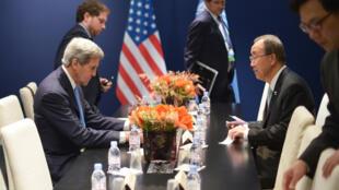 دیدار امروز جان کری وزیر امور خارجۀ آمریکا و بان کیمون دبیر کل سازمان ملل، در حاشیه کنفرانس جهانی در بارِۀ تغییرات آب و هوا در بورژه. ٢٢ آذر/ ١١ دسامبر ٢٠١۵