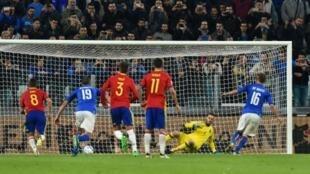Daniele De Rossi vient d'inscrire un but sur penalty pour l'Italie contre l'Espagne, le 6 octobre 2016 à Turin