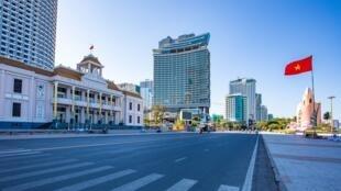 Ảnh minh họa : Thành phố Nha Trang, Việt Nam vắng vẻ