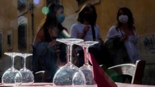 La pandémie de coronavirus qui a si durement frappé l'Italie a des conséquences économiques bien visibles.