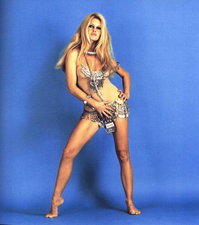 Thần tượng Brigitte Bardot trong phim Thượng đế sáng tạo Đàn bà (DR)