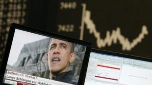 Nhân viên thị trường chứng khoán theo dõi kết quả bầu cử Mỹ (REUTERS)