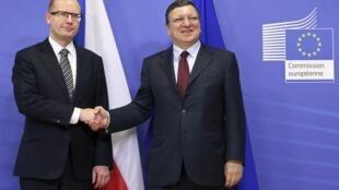 Председатель Еврокомиссии Жозэ Мануэл Баррозу и премьер Чехии Богуслав Соботка на совещании в Брюсселе 20/02/2014