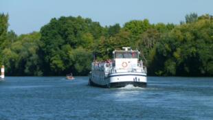 """El """"Mistral en Seine"""" recorre el País de los Impresionistas por las aguas del Sena."""