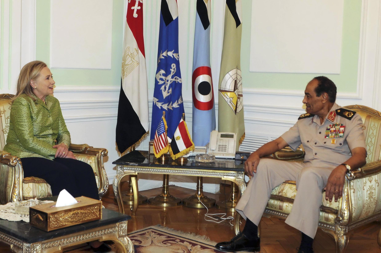 Lãnh đạo quân đội Ai Cập tướng Mohamed Hussein Tantawi tiếp Ngoại trưởng Mỹ Hillary Clinton ngày 15/7/2012 tại Cairo.