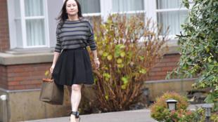 La directora financiera de Huawei, Meng Wanzhou, sale de su casa en Vancouver para asistir a la Corte Suprema, el 8 de diciembre de 2020