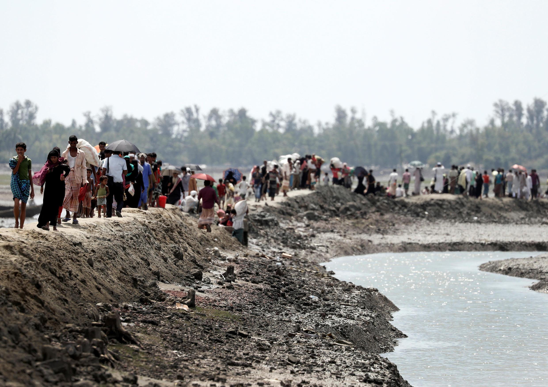 Người tị nạn Rohingya tới Bangladesh, trên đường về trại tị nạn Cox's Bazar, ngày 02/10/2017.