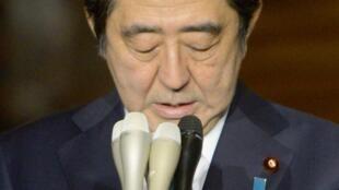 O primeiro-ministro do Japão, Shinzo Abe, tenta evitar a execução do segundo refém, Kenji Goto.