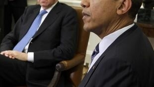 Barack Obama (R) meets with Italy's Prime Minister Mario Monti