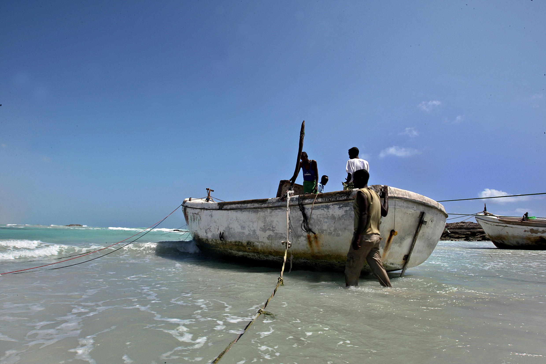 Des pirates somaliens photographiés en janvier 2010 dans le Golfe d'Aden.