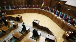 La Cour constitutionnelle ukrainienne a invalidé une réforme constitutionnelle de 2004, à Kiev, le 1er octobre 2010.
