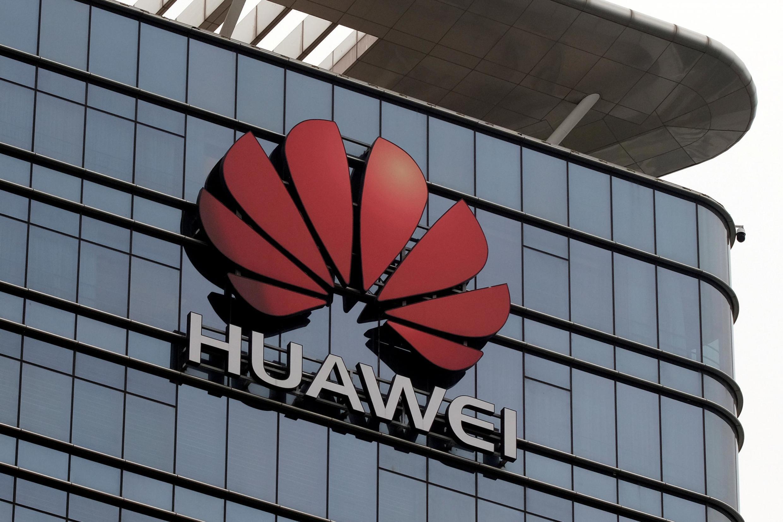 Le décret signé par Donald Trump interdit aux entreprises américaines de télécoms de se fournir auprès de sociétés étrangères à risque sans l'accord du gouvernement. Dans le viseur, le Chinois Huawei.