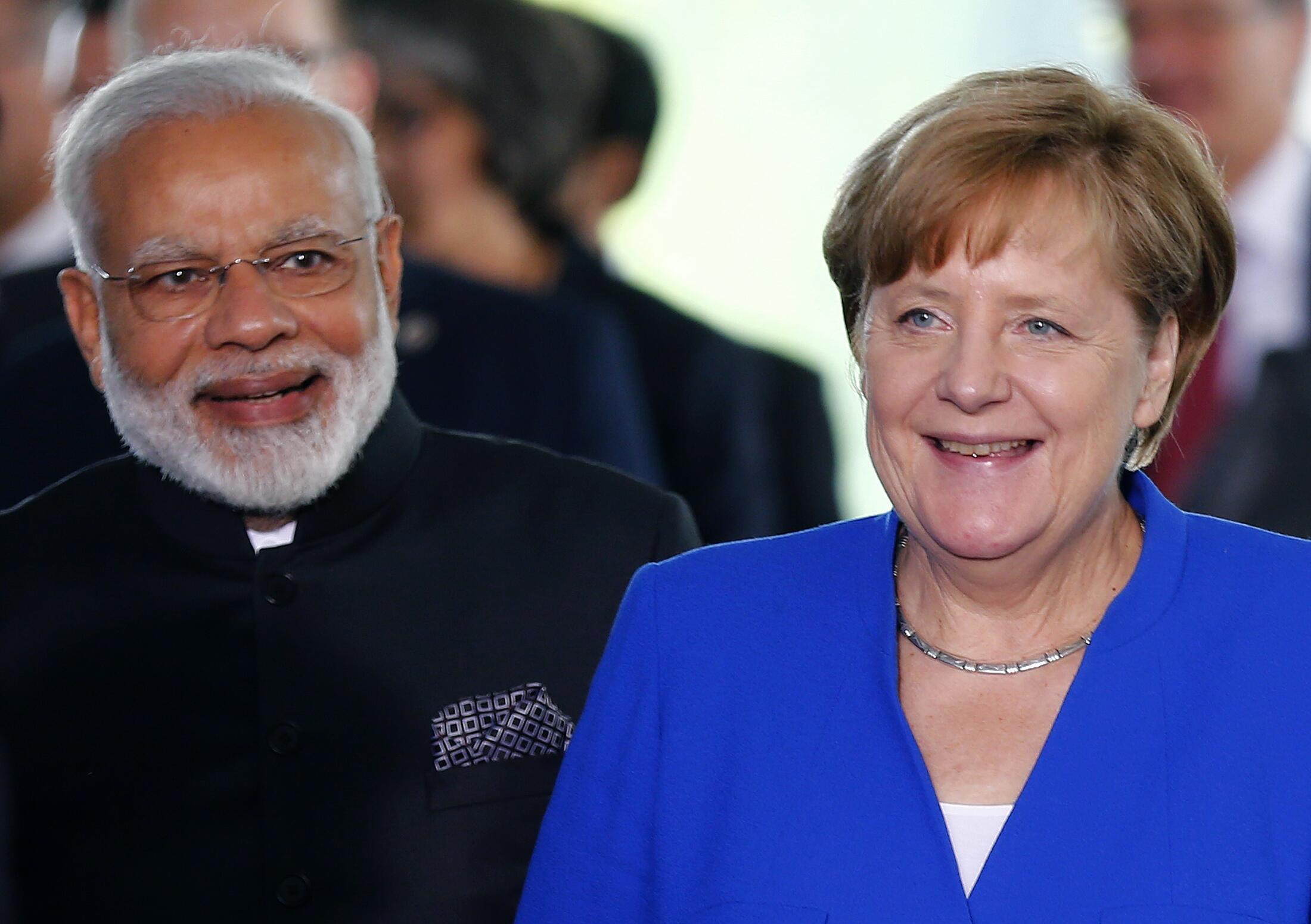 Le Premier ministre indien Narendra Modi (G) et la chancelière allemande Angela Merkel (D) à Berlin, le 30 mai 2017.