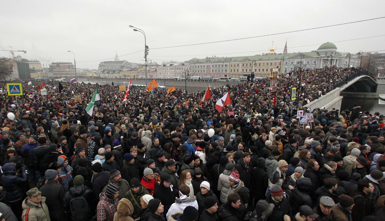 Cortège de la manifestation du 10 décembre 2011, à hauteur du square de Bolotnaya à Moscou, en Russie.