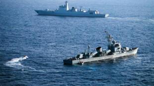 Hạm đội Nam Hải Trung Quốc luyện tập tiếp liệu gần bãi cạn James ở Biển Đông, 10/05/2016.
