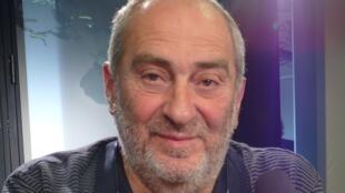 Miguel A. Semán en los estudios de RFI