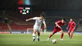 Đội tuyển bóng đá Hàn Quốc (áo trắng) gặp đội Bắc Triều Tiên tại sân vận động Kim Nhật Thành, Bình Nhưỡng, ngày 15/10/2019