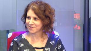 A escritora Adriana Armany