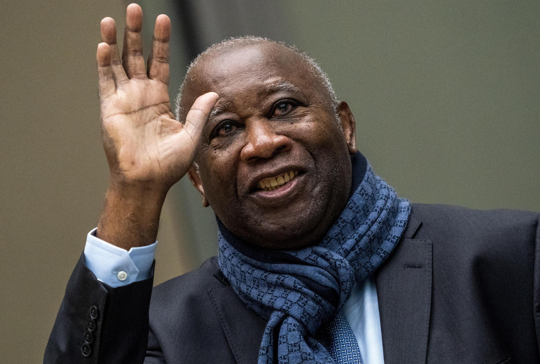 Laurent Gbagbo salue ses soutiens le 6 février 2020 à La Haye.