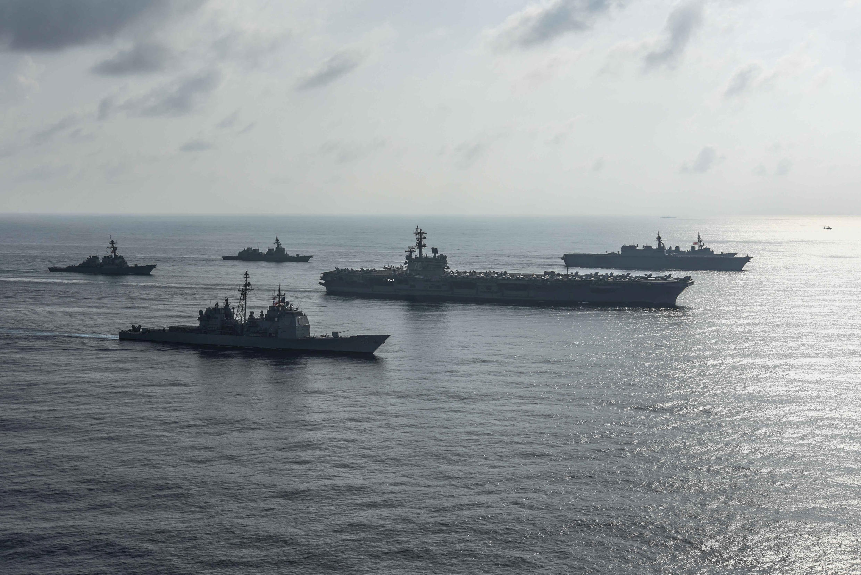 Nhóm tầu sân bay Mỹ USS Ronald Reagan tiến hành cuộc diễn tập với khu trục hạm chở trực thăng JS Kaga của Hải Quân Nhật Bản trong vùng Biển Đông ngày 31/08/2018.