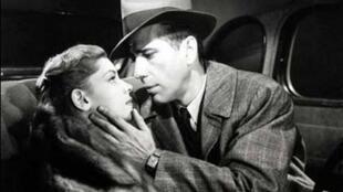 Lauren Bacall et Humphrey Bogart dans « Le grand Sommeil » tiré du roman de Raymond Chandler.