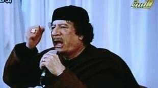 El Gobierno de Muamar Kadafi asegura que tomar6á Bengasi sin dificultad.
