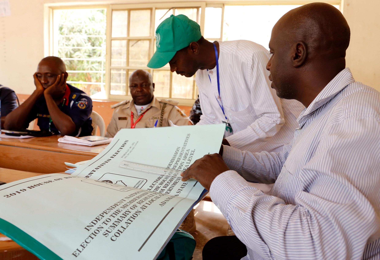 La Commission électorale collecte les résultats au Nigeria, après les élections générales du samedi 23 février (illustration).