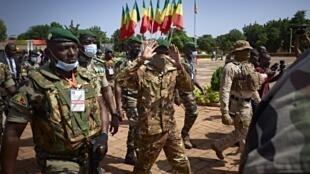 Kiongozi wa mapinduzi nchini Mali,, Assimi Goïta, wakati wa sherehe za maadhimisho ya kumbukumbu ya miaka 60 ya uhuru wa Mali, huko Bamako, Septemba 22, 2020.