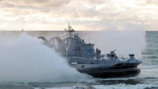 Navio militar russo durante exercício militar no Mar Báltico na região de Kaliningrado. 26/09/13