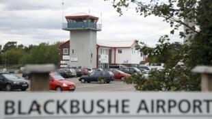 Le jet privé s'est écrasé vendredi sur un site de vente de voitures, en tentant de se poser sur l'aéroport de Blackbushe, à une soixantaine de kilomètres au sud-ouest de Londres.