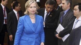 Hillary Clinton arrives at the Hanoi meeting