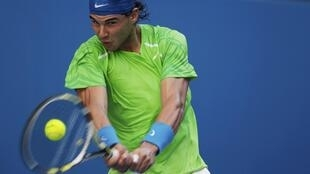 O tenista espanhol Rafael Nadal durante partida contra o americano Alex Kuznetsov pelo Aberto da Austrália, nesta segunda-feira.