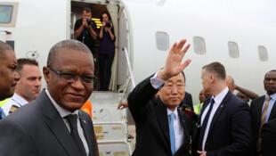 Le Secrétaire général de l'ONU, Ban Ki-Moon, quittant Kinshasa après une visite de deux jours, en RDC, en février 2016..