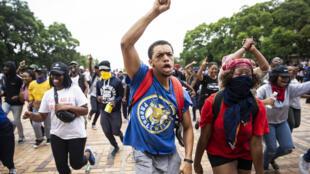 Manifestantes en la universidad de Witwatersrand de Johannesburgo en febrero de 2019, pedían que los estudiantes endeudados puedan matricularse de nuevo