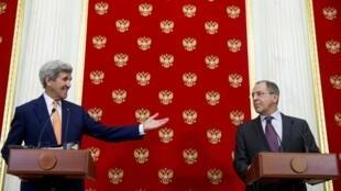 Ngoại trưởng Mỹ John Kerry và đồng nhiệm Nga Sergei Lavrov họp báo chung tại điện Kremlin tại Matxcơva ngày 24/03/2016.6.