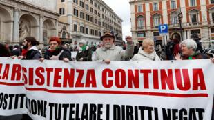 Une manifestation pour protester contre les actes racistes a eu lieu à Rome le 24 février pendant la campagne des législatives.
