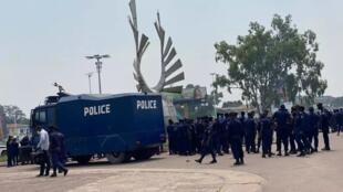 Les forces de sécurité déployées aux abords du Parlement congolais, Kinshasa, le 10 décembre 2020.
