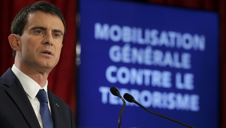 O primeiro-ministro Manuel Valls durante entrevista coletiva na quarta-feira (21/01) para anunciar as medidas antiterroristas.