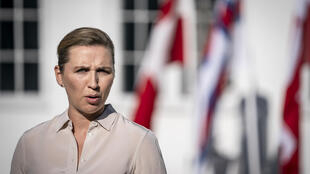 La primera ministra danesa, Mette Frederiksen, realiza un anuncio a la prensa en Kongens Lyngby, Dinamarca, el 10 de junio de 2021.