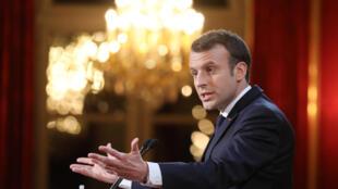 El presidente francés Emmanuel Macron durante su discurso ante la prensa en el Palacio del Elíseo en París, el 3 de enero de 2018.