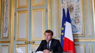 Emmanuel Macron habla durante una reunión por videoconferencia con mandatarios de otros países, el 10 de julio de 2020 en el palacio del Elíseo, en París