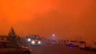 C'est un ciel de feu qui enveloppe la ville balnéaire de Mallacoota (État du Victoria) le 31 décembre 2019.
