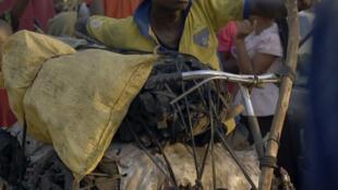 Un charbonnier dans le film «Makala». Gaston Mushid a accompagné le réalisateur Emmanuel Gras lors du tournage de «Makala».