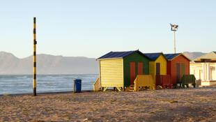 La plage de Muizenberg au Cap, en Afrique du Sud.