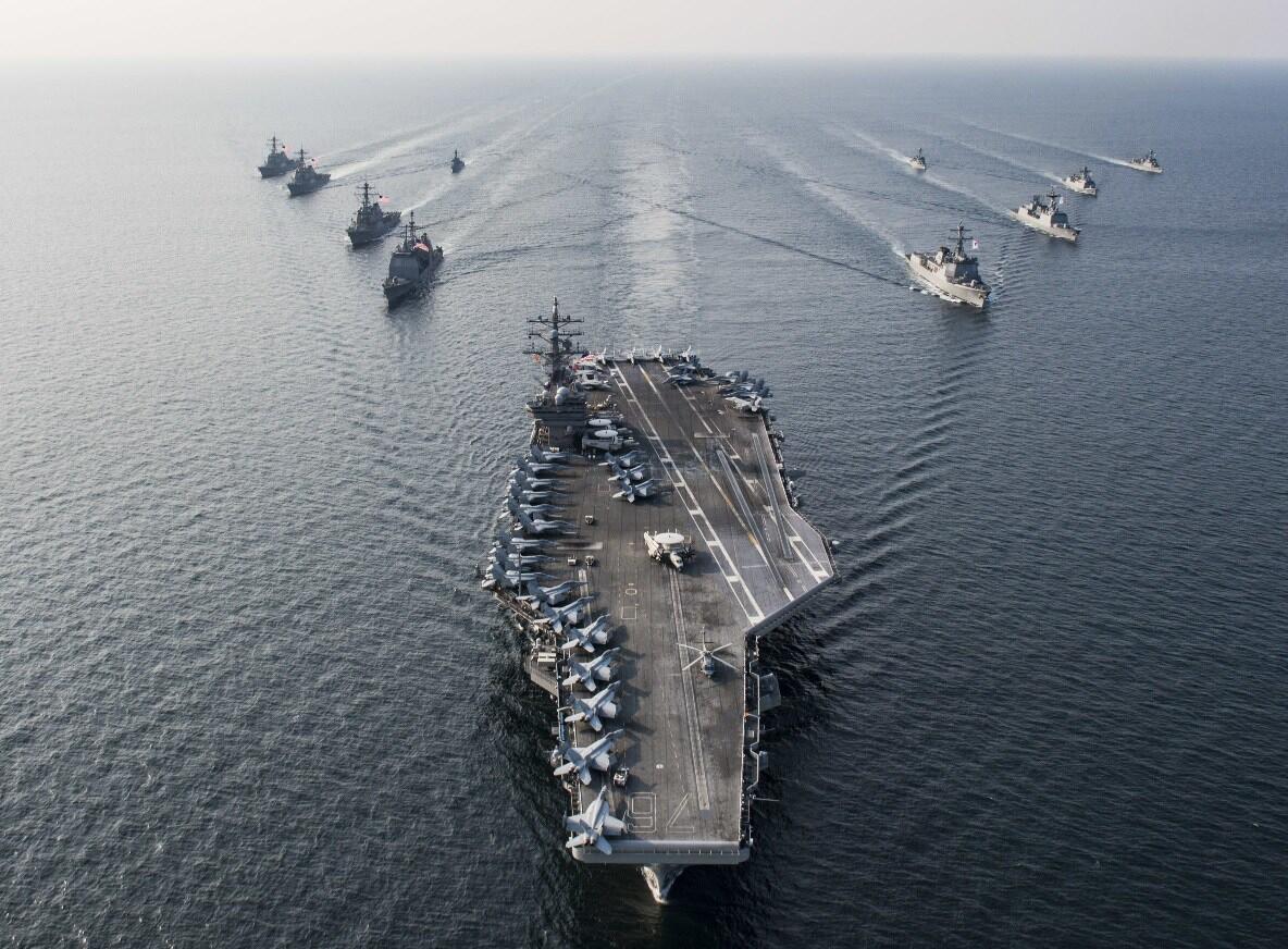 """美国海军""""里根""""号航母打击群资料图片"""