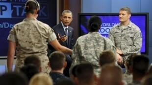 Le président Obama s'est rendu à Fort Meade, une base militaire du Maryland, où il a participé à une émission retransmise en direct sur différentes bases américaines à travers le monde.