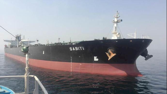 نفتکش سابیتی در دریای سرخ دچار حریق شده است
