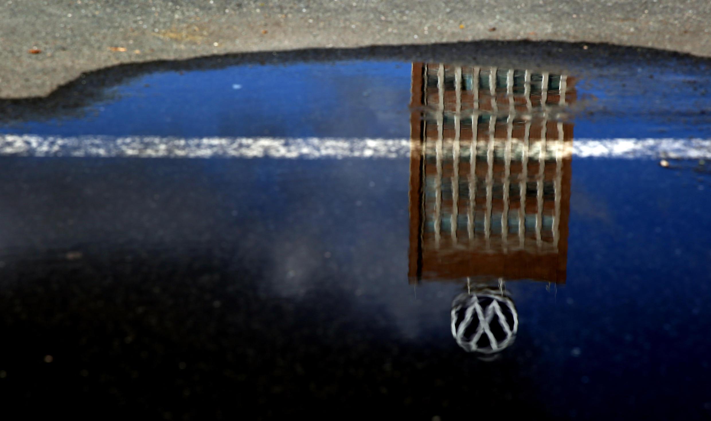 Специальное программное обеспечение, занижавшее вредные выбросы во время тестов, было установлено на 11 миллионах автомобилей Volkswagen.