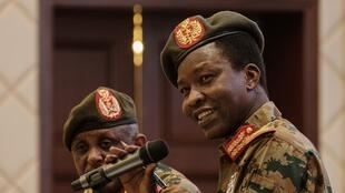 Shams-Eddin Kabashi, le porte-parole du Comité militaire soudanais lors d'une conférence de presse le 13 juin 2019 à Khartoum.